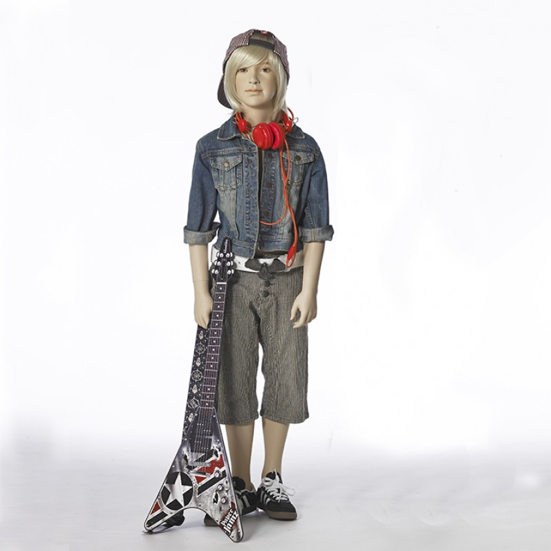 Hindsgaul naturalistisk dreng. Højde 130 cm