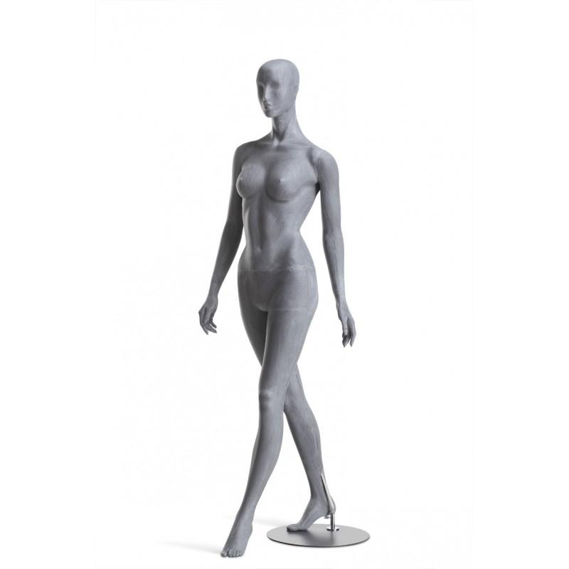 FEMALE MANNEQUIN - RAW – WALKING – HINDSGAUL